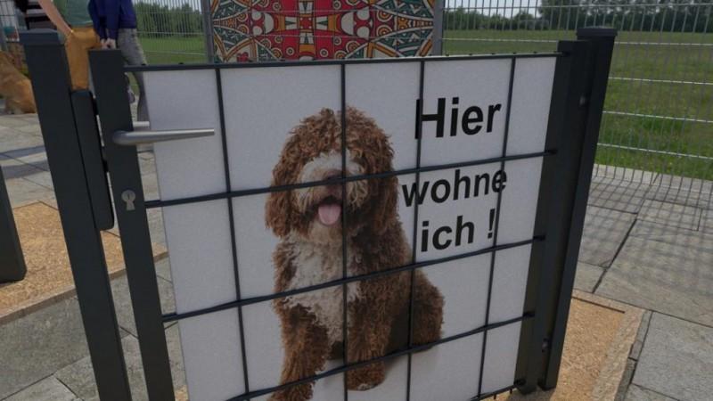 Gartentor mit Motivsichtschutz Hund und dem Spruch hier wohne ich