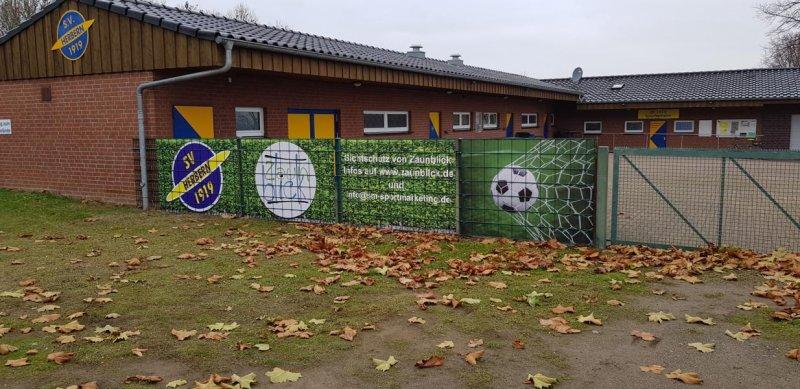 PVC Sichtschutzstreifen in Zaun verbaut für einen Fußballverein