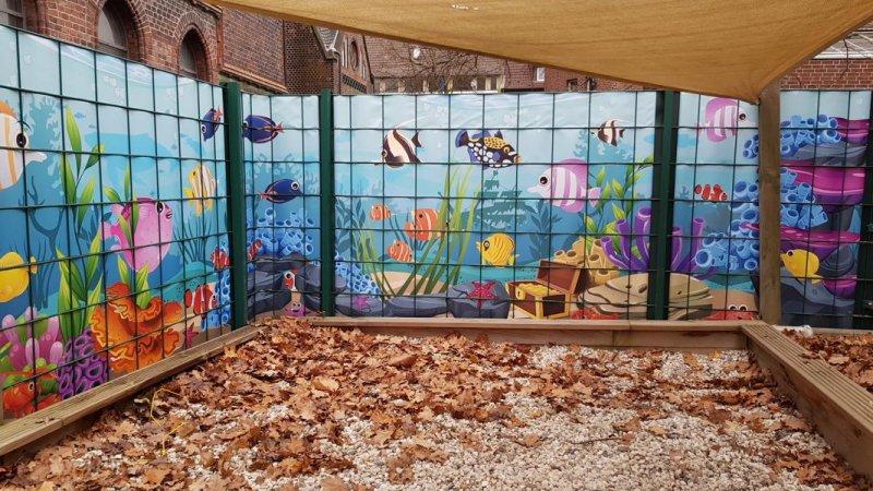 Schöne Spielecke am Sandkasten mit individuellem Sichtschutz von Zaunblick