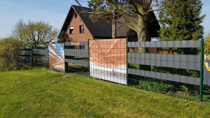 Gartenzaun mit eingebautem Sichschutz für Doppelstabmatten bei van Kempen GmbH